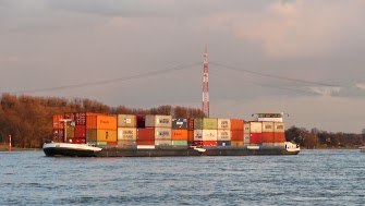 Containerschiff.