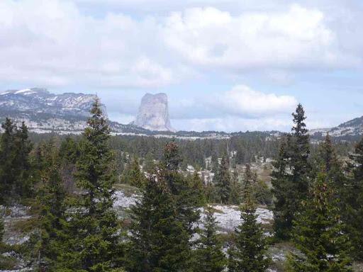 Le Mont Aiguille dans le lointain...