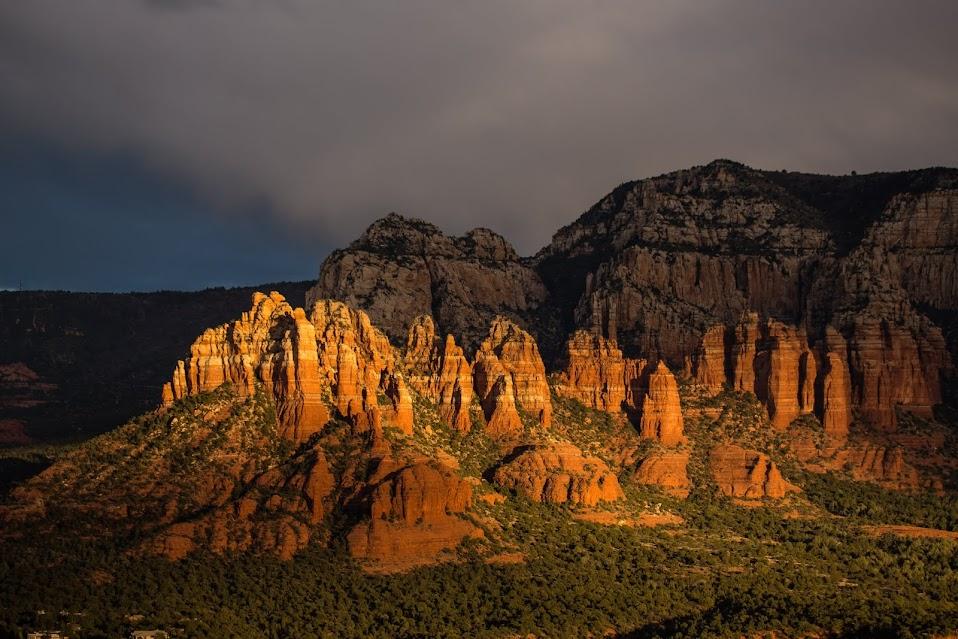 Седона, Аризона, США на рождество: прохладно и красиво
