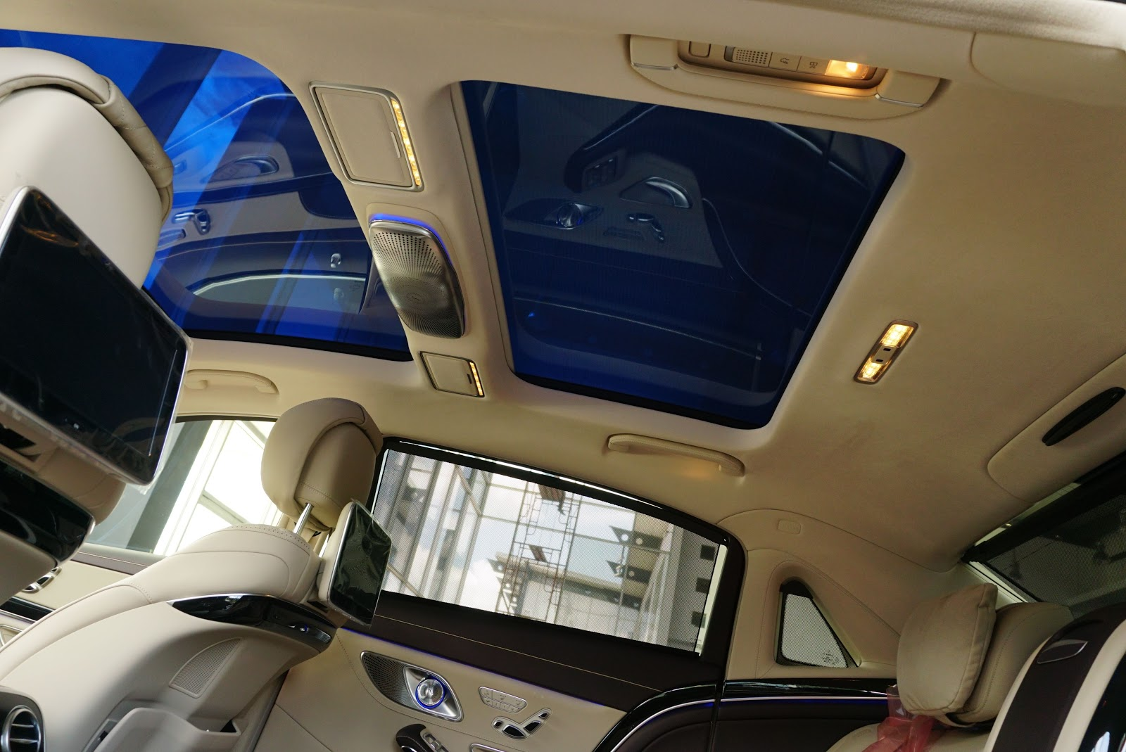 Một khách sạn 5 sao được...đặt trong một chiếc siêu xe