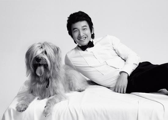 Jo Seung-woo and his dog