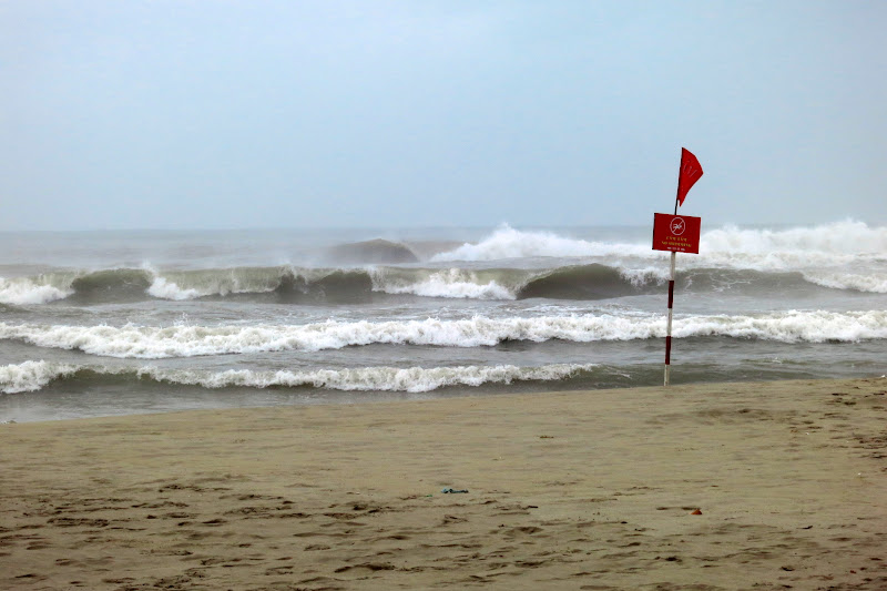 Red flag warning - no swimming today