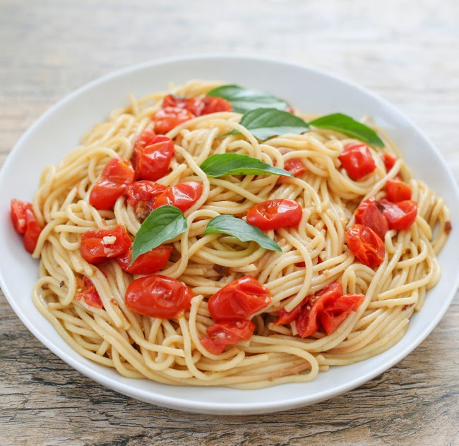 photo of a plate of one pot pasta with tomatoes and fresh basil