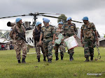 Bunagana, Nord Kivu, le 16 mai 2012, le commandant de la brigade de la Force onusienne au Nord Kivu, Arinder Singh, arrive par hélico après les affrontements armés entre FARDC et les mutins qui ont occasionné la fuite de la population vers l'Ouganda voisin © MONUSCO/Sylvain Liechti