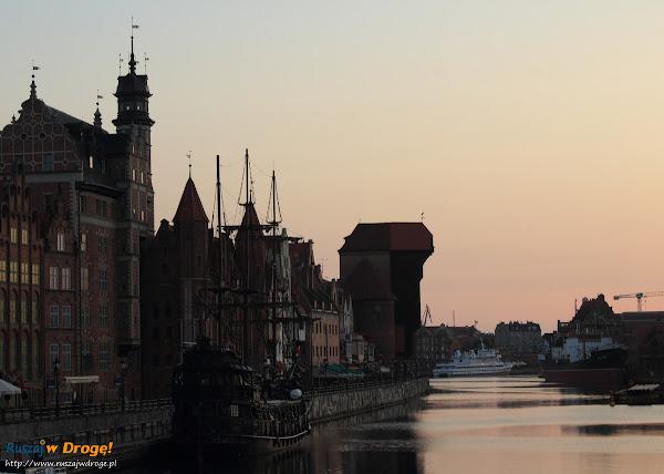 Gdańsk - Długie Pobrzeże o świcie
