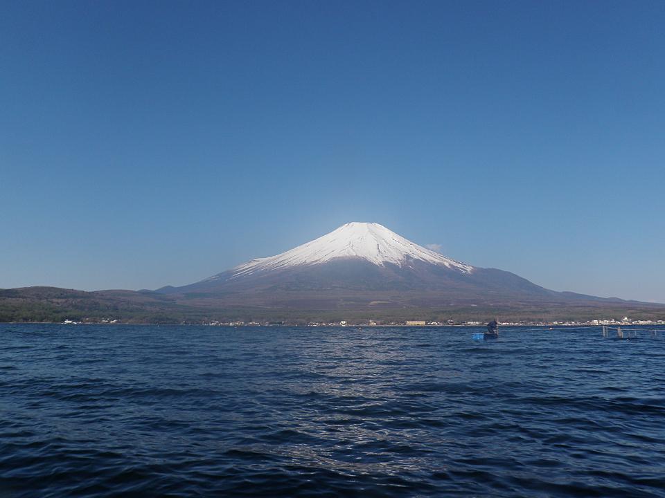 山中湖でバスフィッシング。今日も富士山は綺麗
