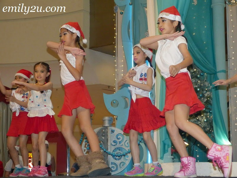 Christmas Dance Yencci