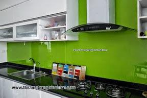 Ốp kính màu cho tủ bếp