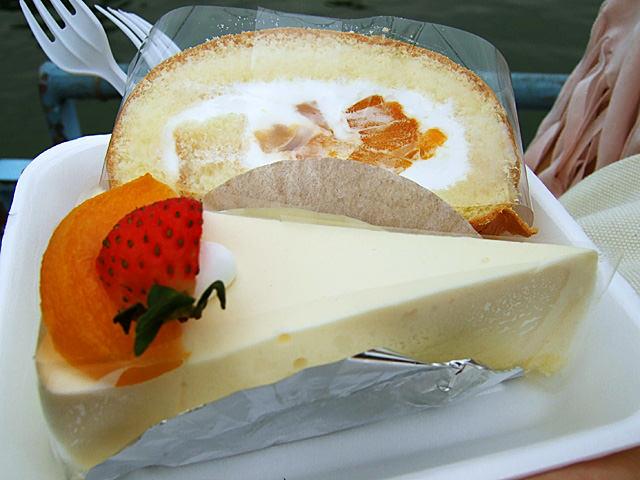 Mango roll and tofu cheesecake