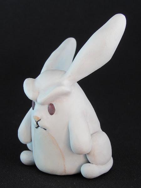 Escultura en arcilla polimérica de un conejo