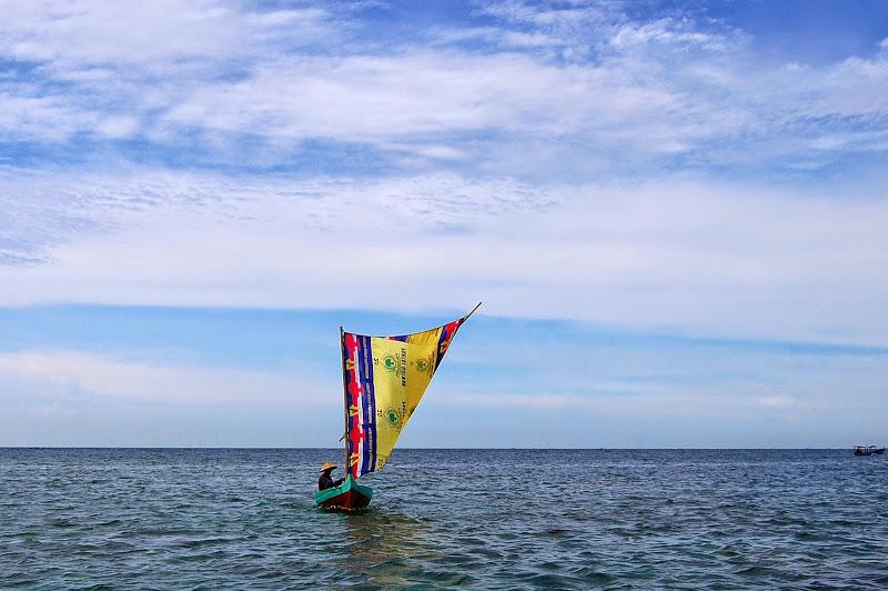 Berlayar di laut  Jawa
