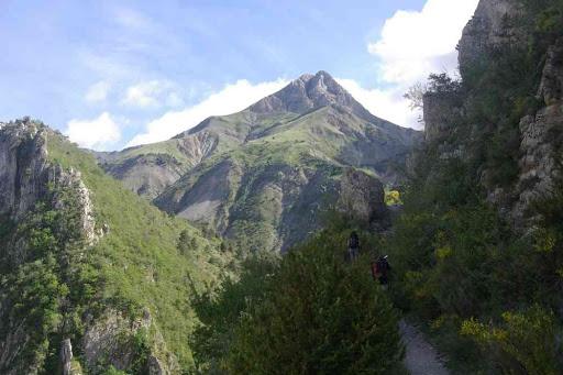 Le Grand Mourre au début de la remontée. 1000 mètres de montée en démarrant à 16 h !