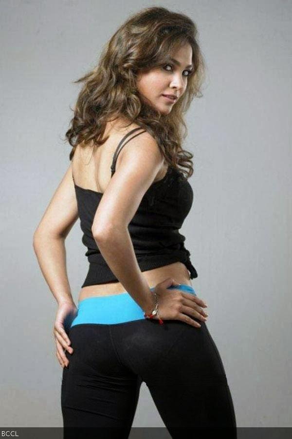 Lara Dutta looks super- as she flaunts her curvacious butt.