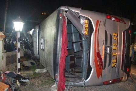 Kondisi bus Mira terguling dijalur Mantingan-Ngawi