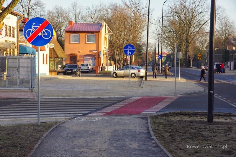 Na krańcówce autobusowej nie usunięto jeszcze znaku o końcu rowerówki