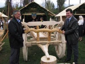 Viceprimarul Mihaita Negura si primarul municipiului Campulung Moldovenesc, Gabriel Constantin Serban