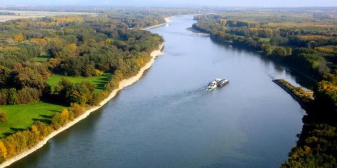 Indahnya Panorama Sungai Sungai Rhine di Swiss Belanda