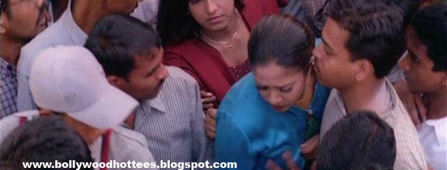 Jothika Boob Press By A Public Man In Tamil Movie Raja Unseen With High Quality Pics -3657