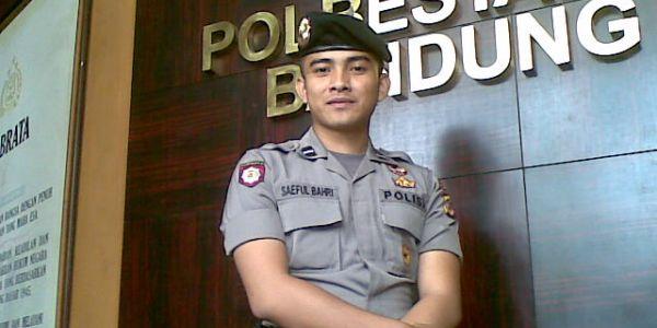 polisi%2520bandung Foto Polisi Ganteng Bandung Bikin Heboh di Twitter