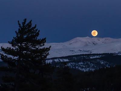 La Lluna ens acompanya en tot el trajecte