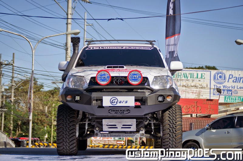 Head-On with a Higher Toyota Hilux 4x4 Custom Pinoy Rides Car Photography Manila Philippines pic1