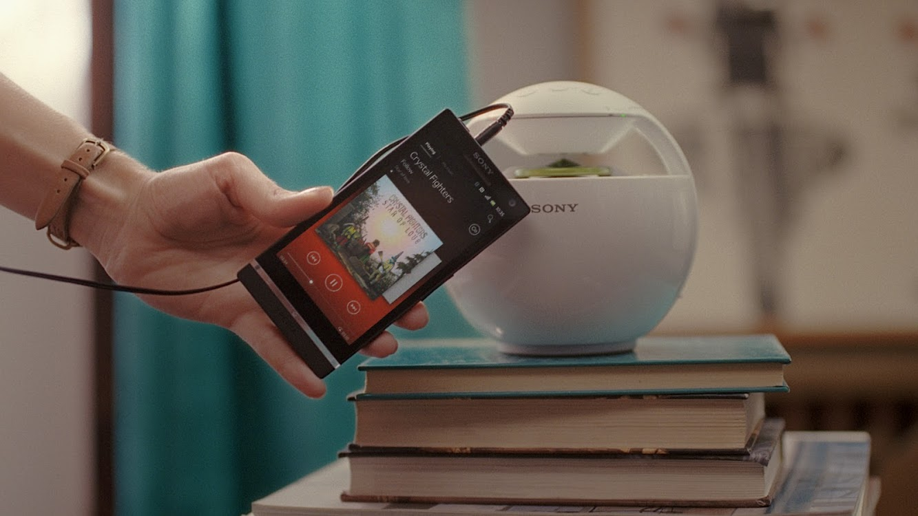 "Sony Experia TV Ad Featuring ""Follow"" Music by the Crystal Fighters"