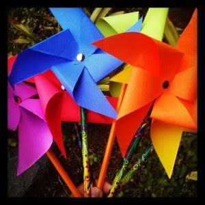 https://lh5.googleusercontent.com/-mru_0TID7hE/UBS8i8K9WLI/AAAAAAAAH00/c3ZAJoeII9Y/s300-c-k/How-to-Make-Paper-Pinwheels-300x300.jpg