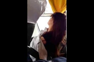 Khi con gái ngủ gục trên xe bus