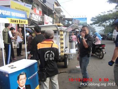 Motor layanan PKS di parkir di area Mapay Lembur Terminal Dago