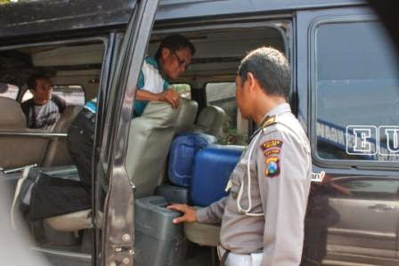 Penyelundupan 900 Liter Ciu Bekonang Digagalkan Resnarkoba Polres Ngawi