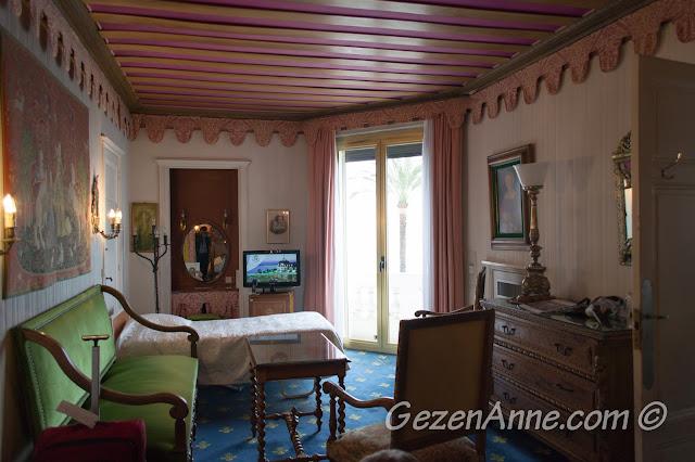 kalmış olduğumuz antika dolu oda, Le Negresco Nis