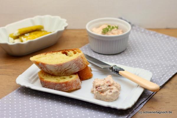 Fürs mediterrane Buffet: Ricotta-Dip mit getrockneten Tomaten und Thymianhonig