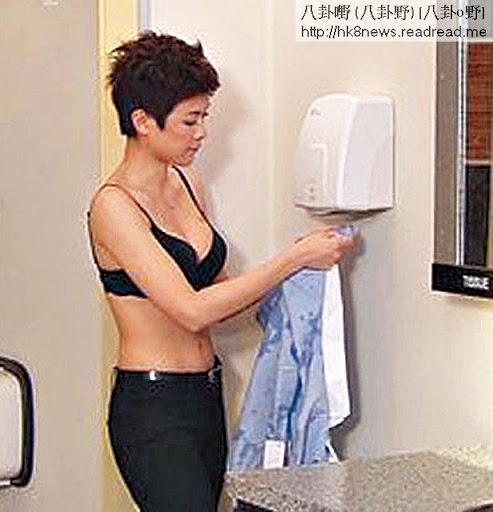 除剩 bra <br><br>去年參演台慶劇《法證先鋒》,其中一幕除衫露出黑色 bra鏡頭,令全港網民嘩然,更贏得 30點收視。