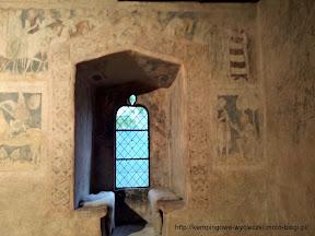 Na zdjeciu polichromie z wieży rycerskiej w Siedlęcinie