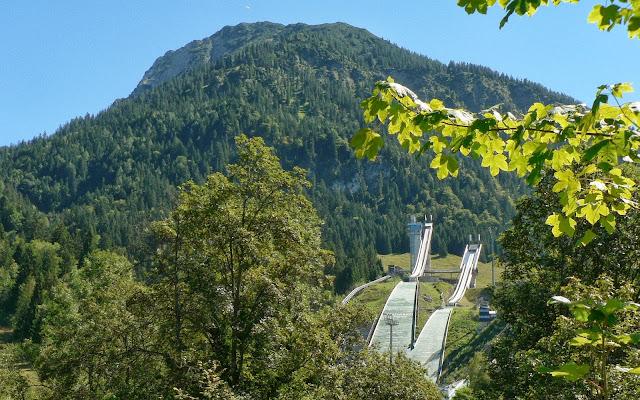 Oberstdorf Ausblick Katharinenruhe auf die Sprungschanzen Schattenberg Allgäu