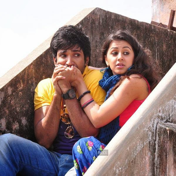 Aadhi and Nikki in a still from Tamil movie Yagavarayinum Naa Kaakka. (Pic: Viral Bhayani)