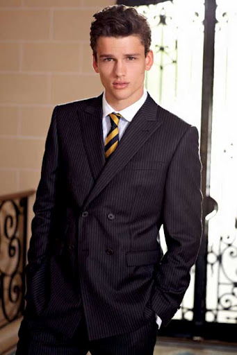 Simon Nessman, elegante