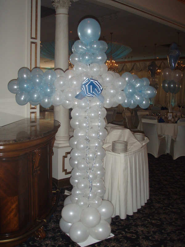 Balloon decorating 6 foot cross for Balloon decoration ideas for christening