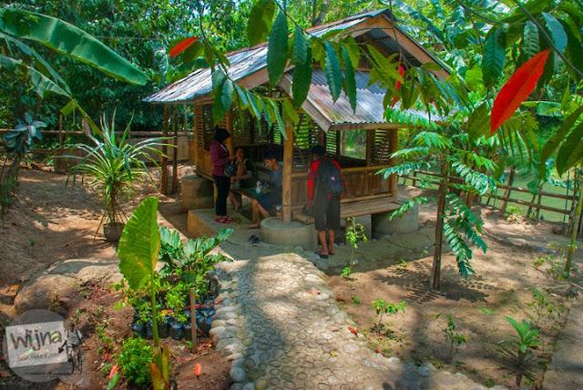 Saung tempat bersantap pengunjung di Rumah makan Legokan Ngancar, Pajangan, bantul, Yogyakarta