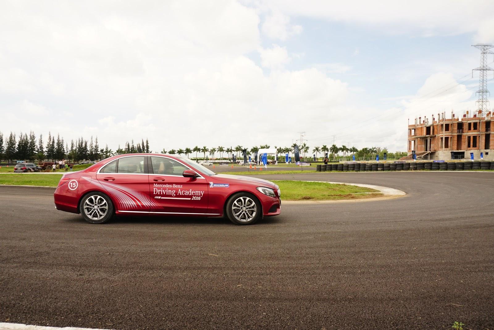 Học viện lái xe an toàn của Mercedes-Benz là học viện lái xe đẳng cấp nhất từ trước đến nay