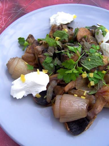 Ragoût de champignons et échalotes aux herbes à la Ottolenghi