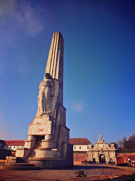 obelisc cetatea alba iulia
