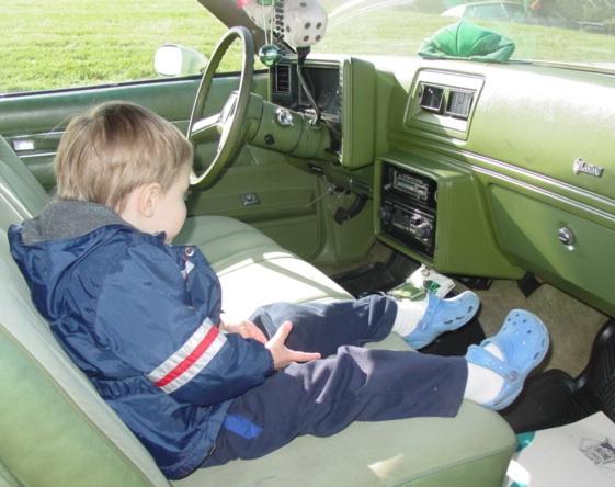 """Car"" & ""Nephew Time"" Together! (2011 milestones) 11052011_CarNephewTime_06_79_CheckingRadio"