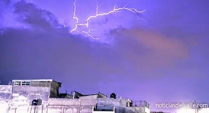 Resplandores en el cielo por actividad eléctrica