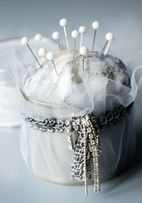 Romantic pincushion in a tin {tettidesign}