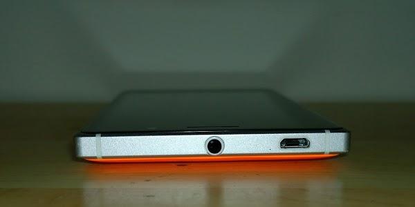 Lumia 830 - top