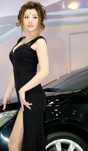 Korean Model Hwang Mi Hee car show