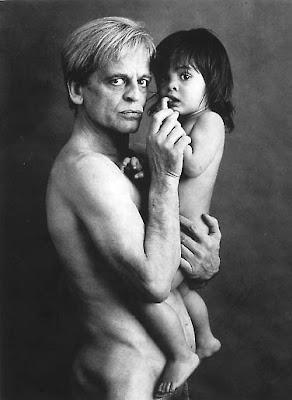 KLaus Kinski pelado com a Nastassja pequenininha.jpg