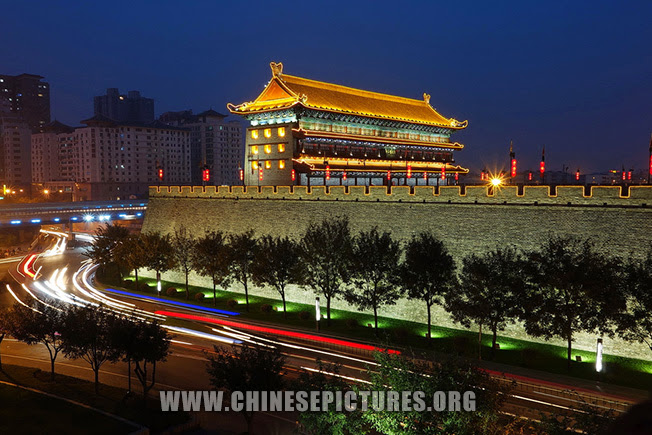 Xi'an City Wall Night Photo 5