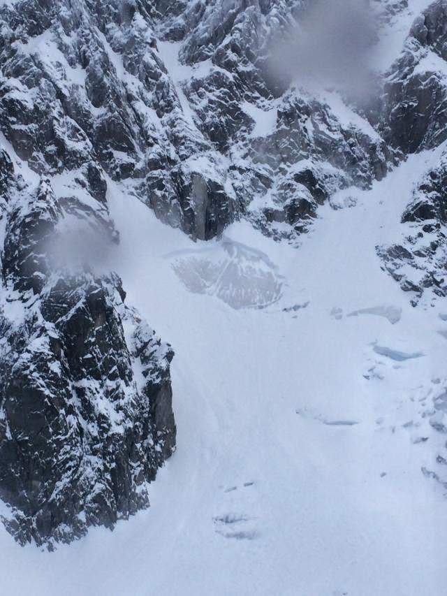 Avalanche Mont Blanc, secteur Aig des Pèlerins, Pied de la voie normale - Photo 1